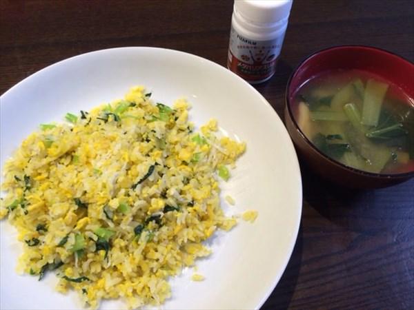 卵としらすのチャーハンと味噌汁とメタバリアスリム