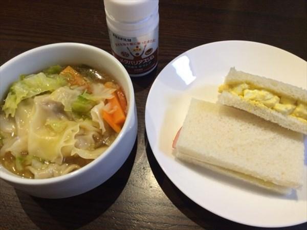野菜スープとサンドウィッチとメタバリアスリム