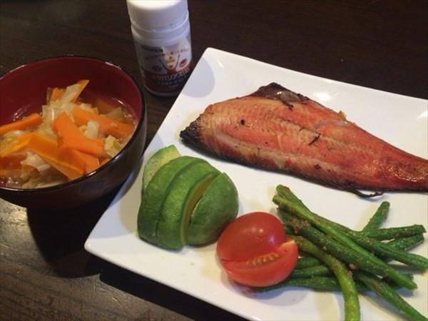 ホッケと野菜類と味噌汁とメタバリアスリム