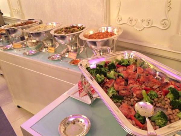 立食パーティーでの料理