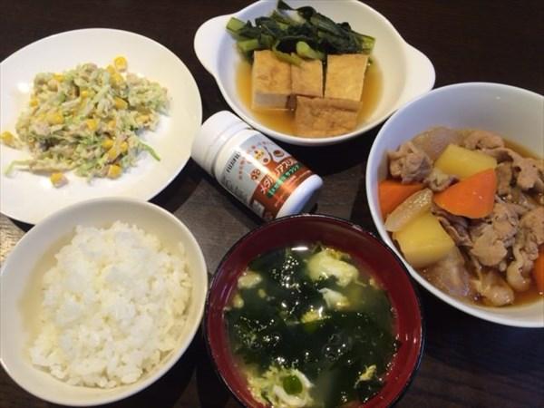 肉じゃがと揚げだし豆腐とご飯とワカメスープとメタバリアスリム