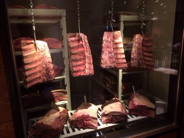 熟成中の牛肉