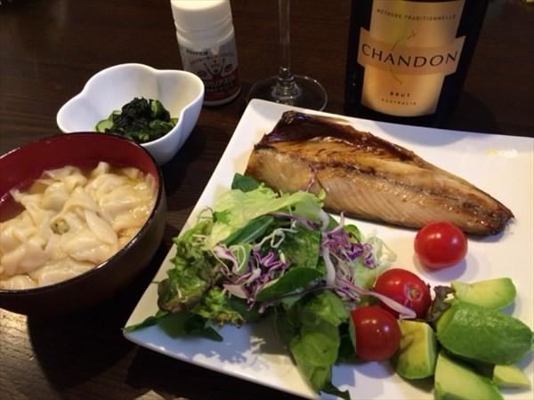 焼き鯖と水餃子とシャンドンブリュットとメタバリアスリム