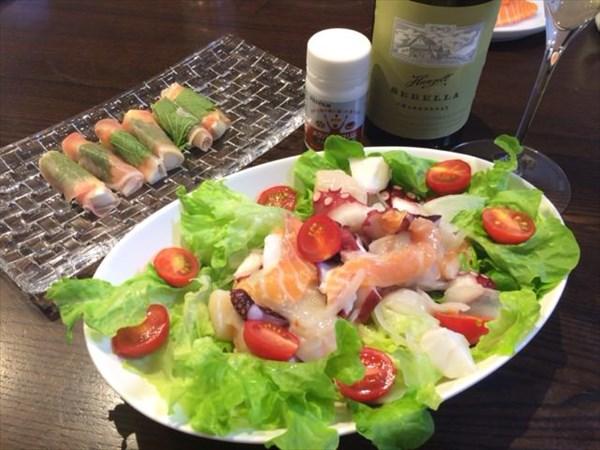 海鮮サラダと生ハムチーズと白ワインとメタバリアスリム