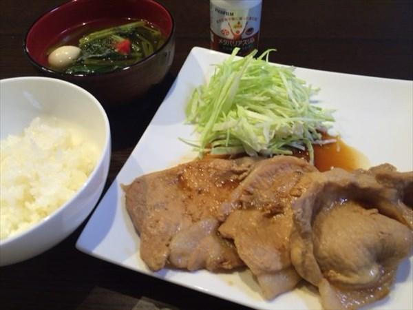 豚肉のしょうが焼きとご飯とメタバリアスリム