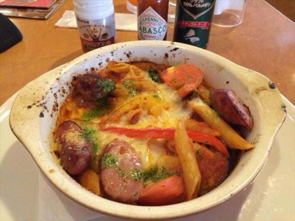粗挽きソーセージと野菜のペンネトマトチーズ焼きとメタバリアスリム