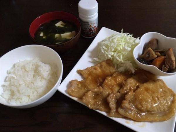 豚のしょうが焼きとご飯と味噌汁とメタバリスリム