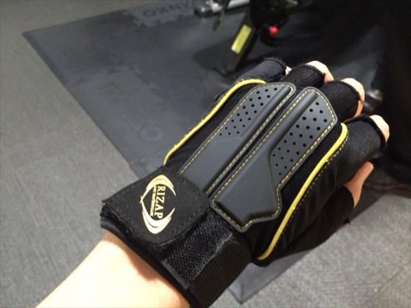 ライザップのトレーニンググローブ(手の甲側)