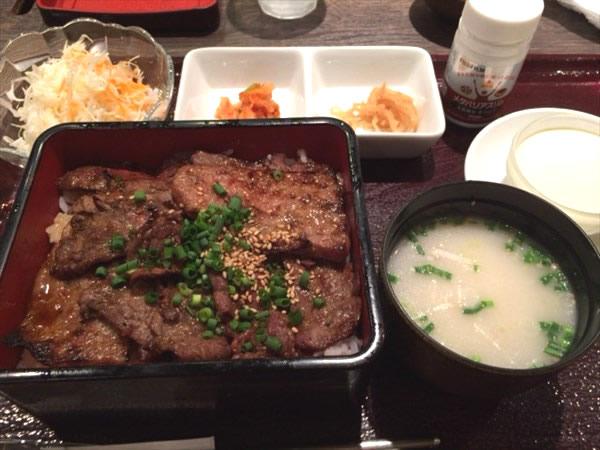 牛焼肉重とメタバリアスリム