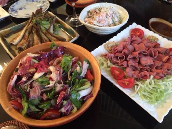 野菜サラダやローストビーフ