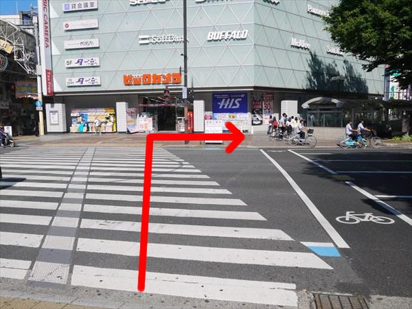 ビックカメラ前の横断歩道