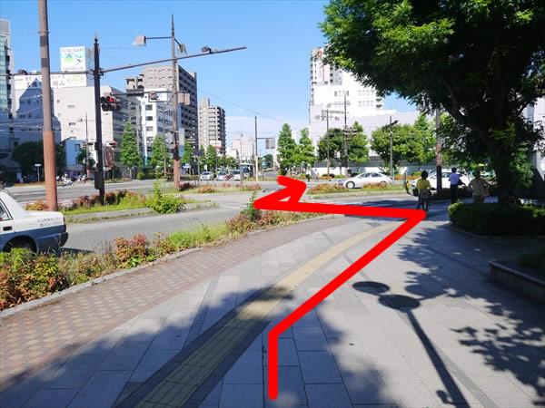 正面の横断歩道の進み方