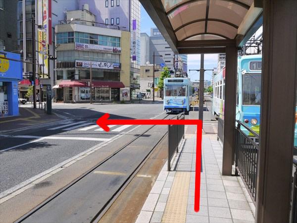 県庁通り駅で下車して左へ