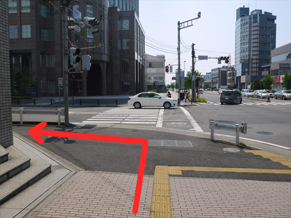 交差点を左折