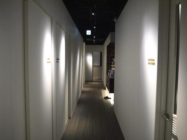 ライザップ枚方店4Fの廊下の様子