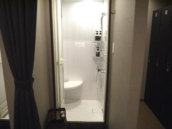 個室のシャワーブース