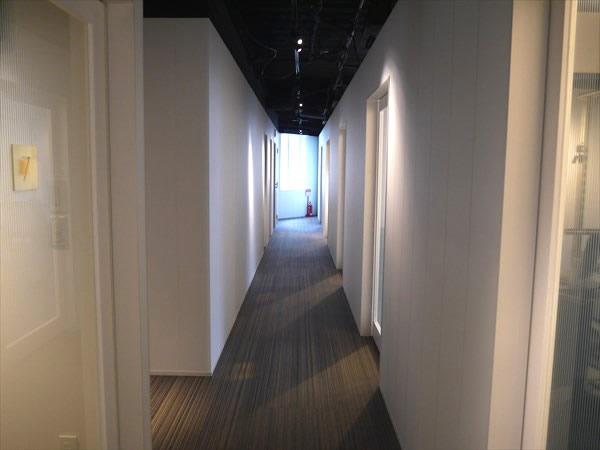 ライザップ枚方店5Fの廊下の様子