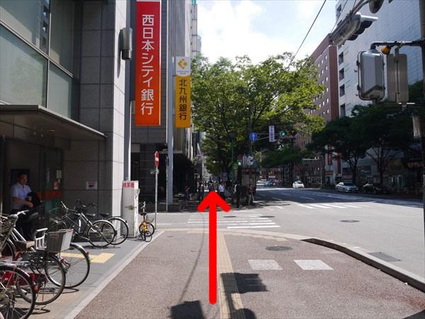 西日本シティ銀行前を直進