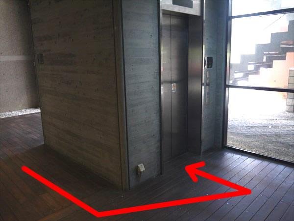 エレベーターでライザップ鹿児島店のある4Fへ
