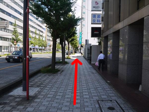 左折したら歩道を直進