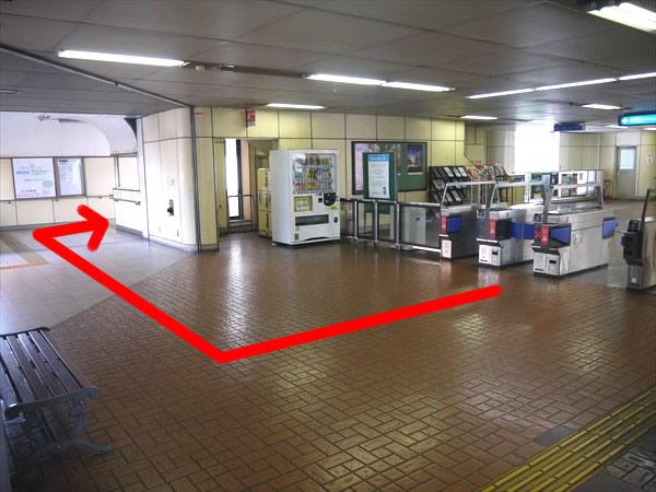 旦過駅改札付近の様子
