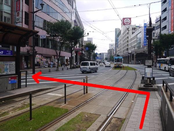 駅前の横断歩道