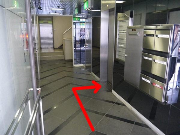 求人案内通町ビルのエレベーターホール