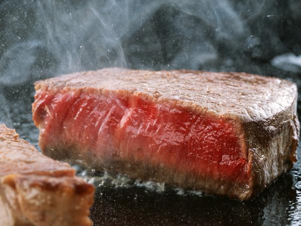 朝食で食べたステーキのイメージ