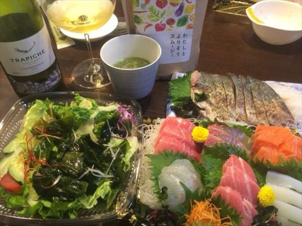 5/21(土)の夕食に食べた刺身とチアシード入りスムージー
