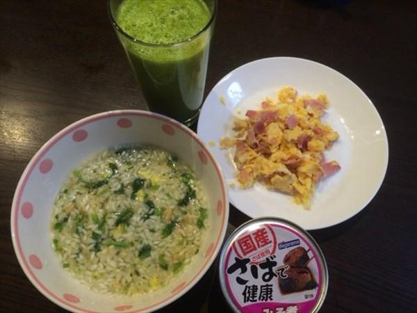 5/24(火)の朝食のライザップ雑炊と鯖の缶詰と自家製スムージー
