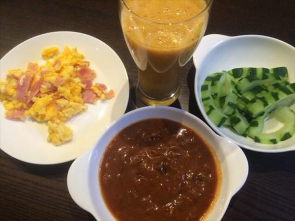 6/5の朝食で食べたライザップのビーフシチューとチアシードなしグリーンスムージー