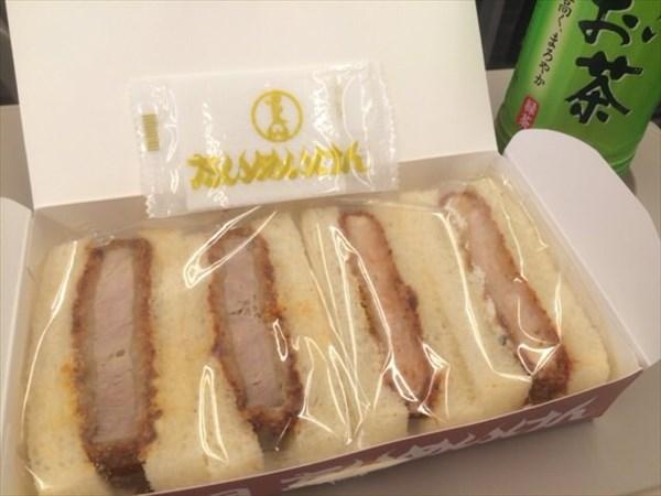新幹線の中で食べたたいめいけんのカツサンド