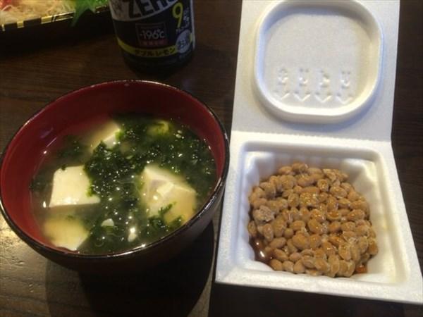 追加で食べた納豆と味噌汁