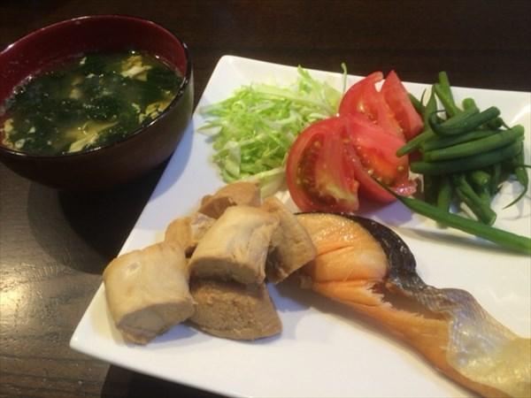 6/16の朝食で食べた魚とみそ汁