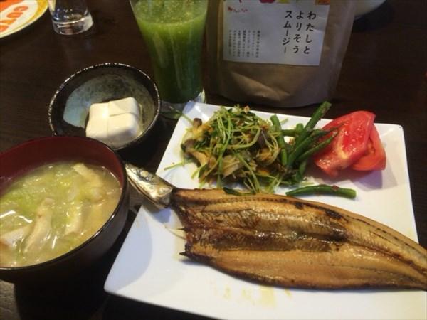 6/16の夕食で食べた魚とわたしとよりそうスムージー
