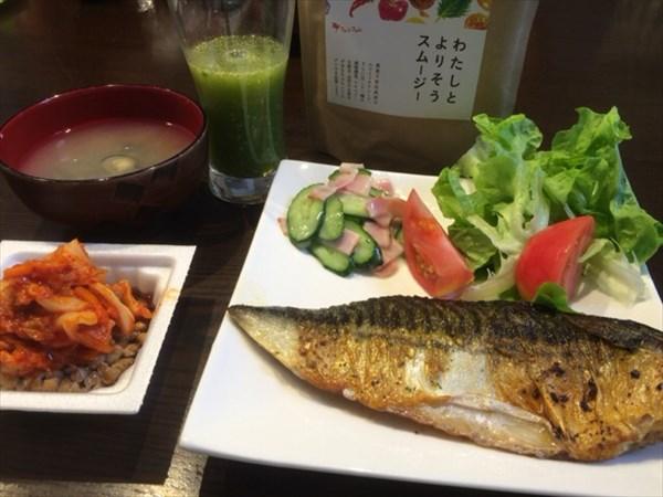 6/19のランチで食べた焼き魚とわたしとよりそうスムージー