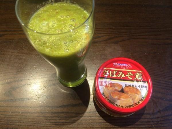 6/22の朝食で食べたさば味噌と自家製スムージー
