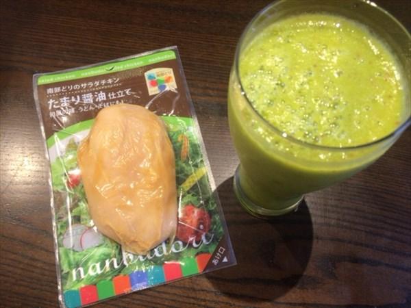 6/23の朝食で食べたサラダチキンとチアシードなしスムージー