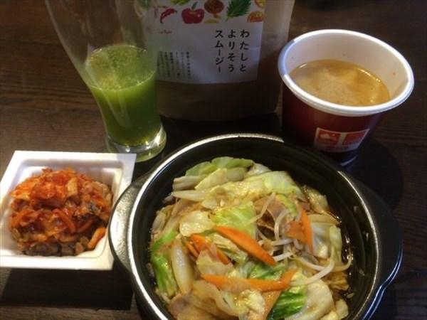 6/25の夜はほっともっとの肉野菜炒めとチアシード入りスムージー
