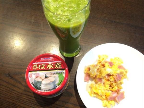 6/27の朝食はさば水煮とチアシードなし自家製スムージー