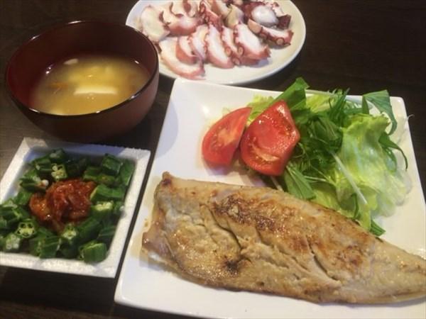 7/2の夕食で食べた焼き魚とたこの刺身・納豆