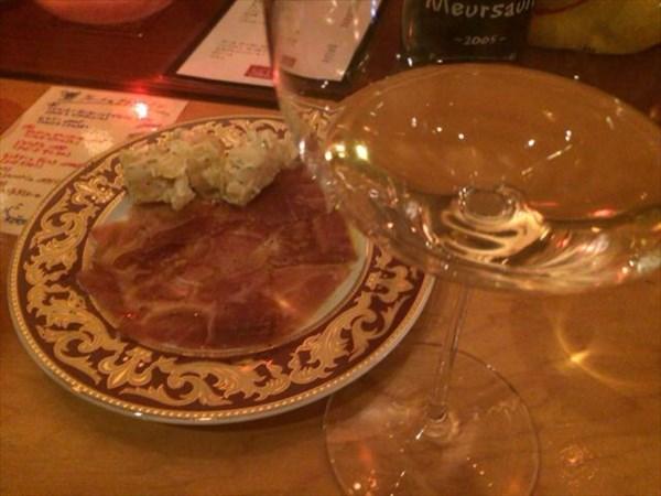 2次会で食べた生ハムと白ワイン