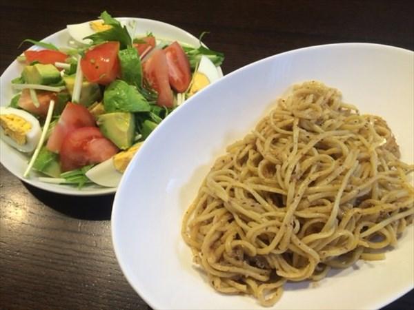 7/12の昼食で食べたライザップの低糖質パスタとサラダ