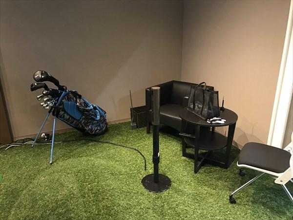 休憩用のイスやゴルフの小物も完備