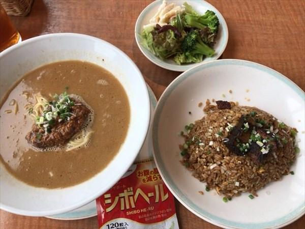 日曜日のランチで食べた坦々麺と黒チャーハンとシボヘール