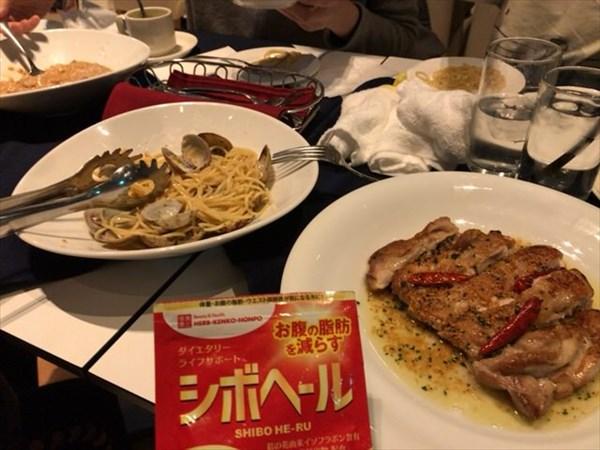 イタリアンで食べたグリルチキンとパスタとシボヘール