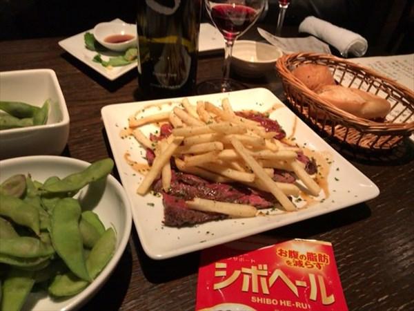居酒屋で食べたステーキとフライドポテトとシボヘール