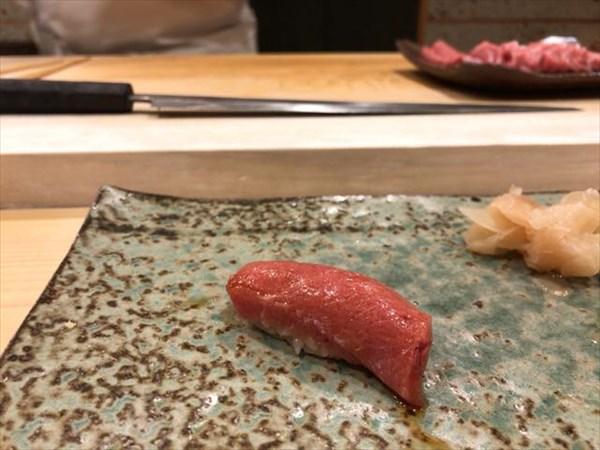 銀座の寿司店のマグロ