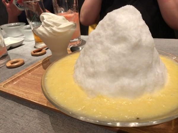 デザートのかき氷(パイナップル味)