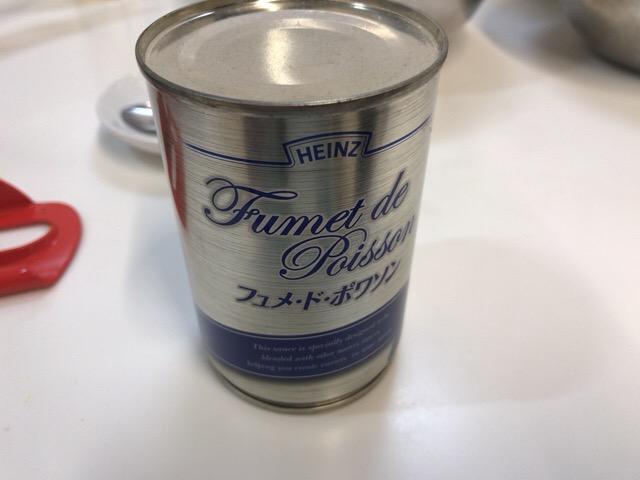 魚介とスープを入れて煮込む